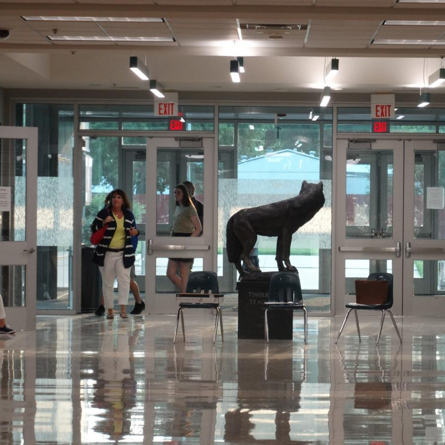 Norman North opens its doors for a general meet-and-greet between parents and teachers