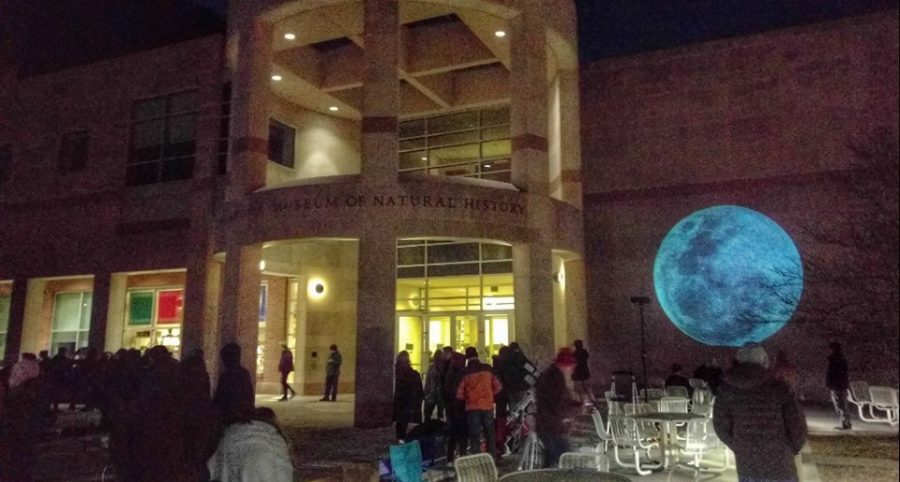 Students+and+elderly+alike+gather+to+see+the+lunar+eclipse+in+late+January+
