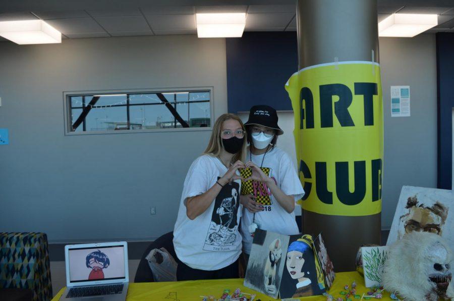 Art+Club+station+at+the+club+fair.+
